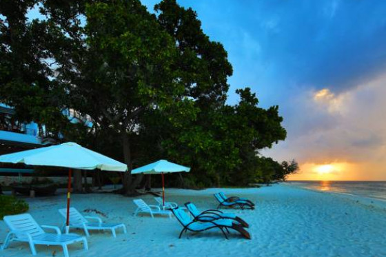 KIHA BEACH - Dharavandhoo local Island